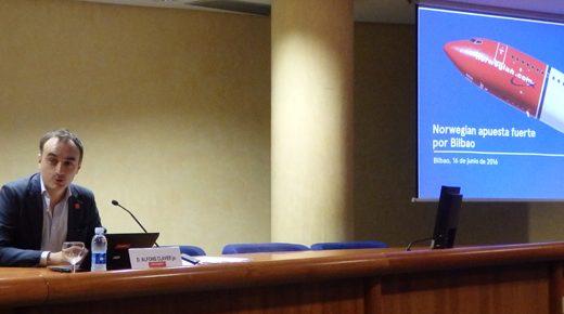 Alfons Claver de Norwegian en la rueda de prensa en la Cámara de Comercio de Bilbao