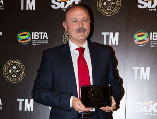 Víctor Moneo, director de Ventas de España, recogió ambos premios