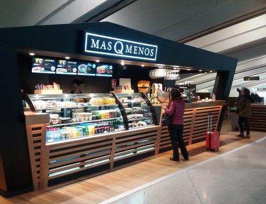 El Aeropuerto de Bilbao estrena dentro de la remodelación integral de la oferta de restauración en el edificio terminal, la nueva cafetería Más que Menos.
