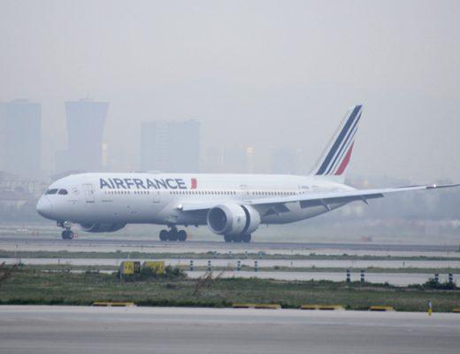 Aterriza en Barcelona el primer Boeing 787 de Air France