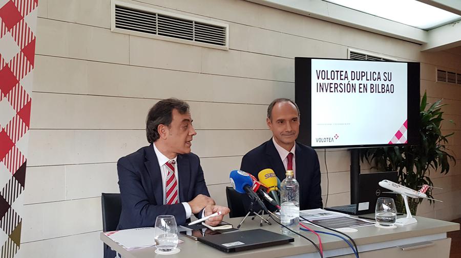Carlos Cerqueiro, Director de Desarrollo Corporativo, e Iñaki Aguirre, Director General Financiero de Volotea, han presentado hoy en Bilbao todas las novedades de la aerolínea.